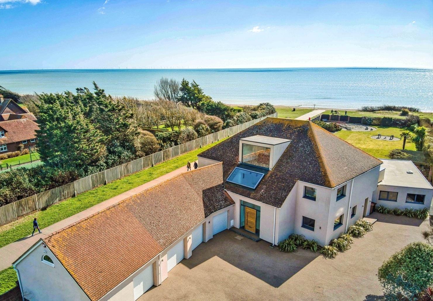 Rustington, West Sussex, 4 Bedrooms