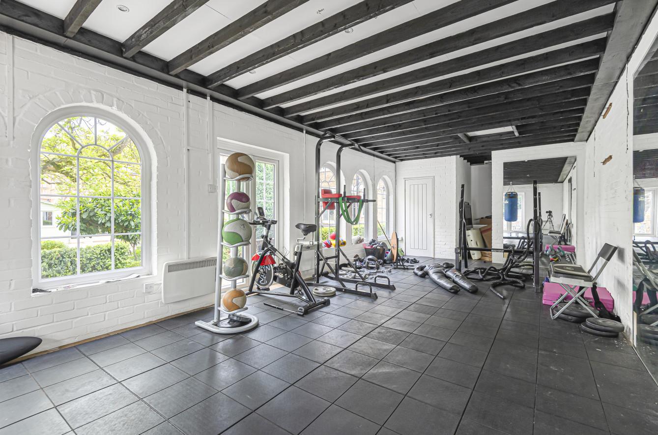 Potters Bar, Hertfordshire 8 Bedrooms, Home Gym