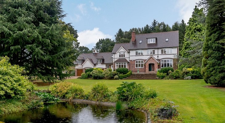 bromsgrove_country_manor_estate_with_acreage_pond_and_paddocks
