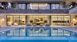 Dive In: 10 Homes with Swimming Pools