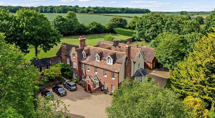 large_countryside_estate_in_canterbury_with_far-reaching_views
