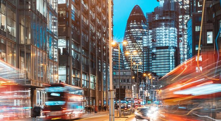 london_city_view_traffic_at_night