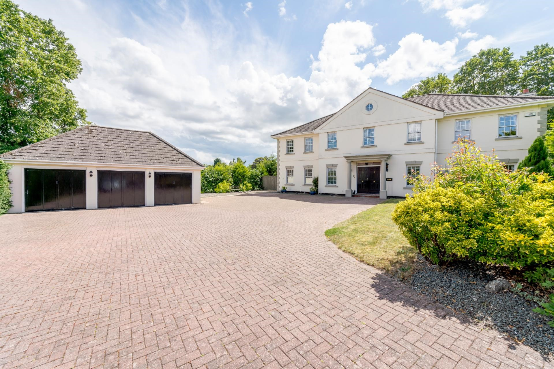 luxury_housing_development_white_palatial_home