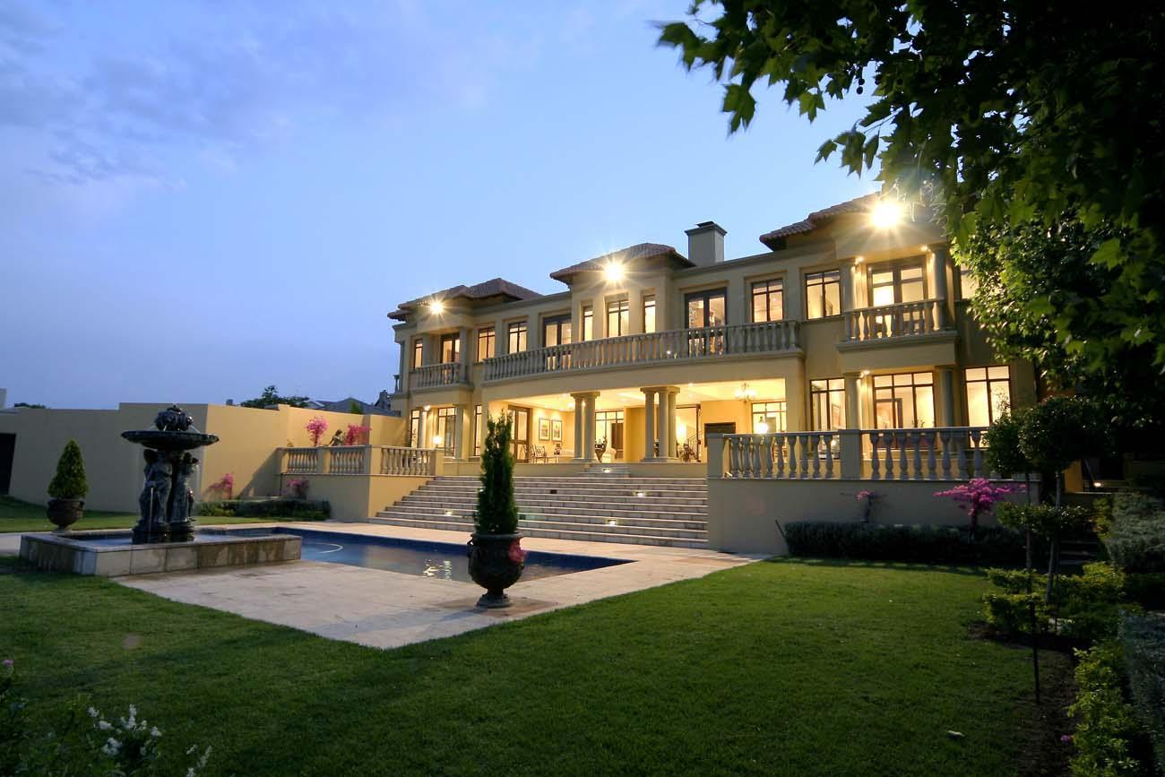 luxury mansion villa in South Africa swimming pool pillar
