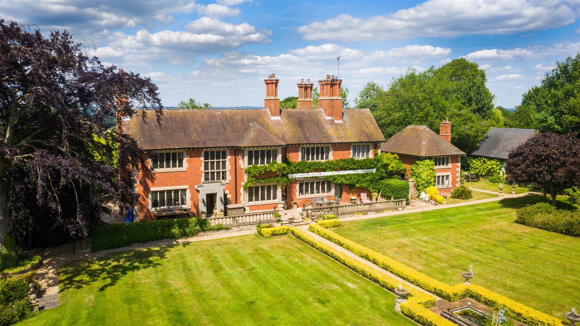 magnificent beautiful English manor house with landscaped gardens leafy frontage