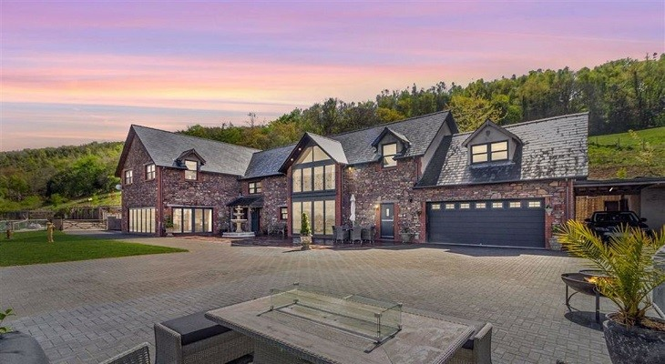 newport_luxury_barn_conversion_fine_and_country