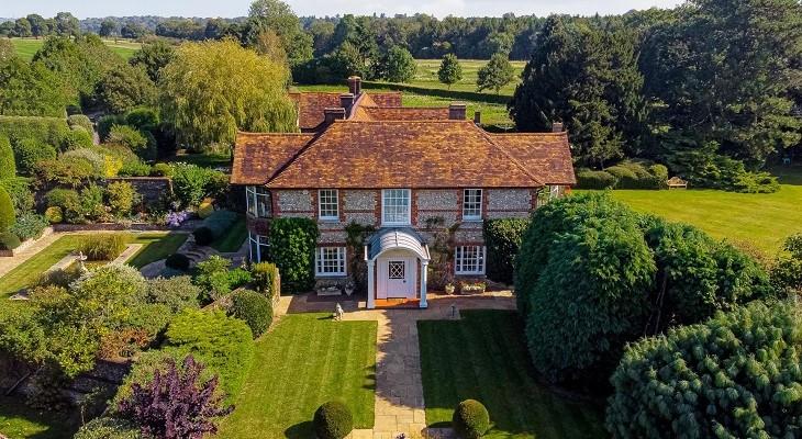 surrey_beautiful_landscaped_rural_dream_house