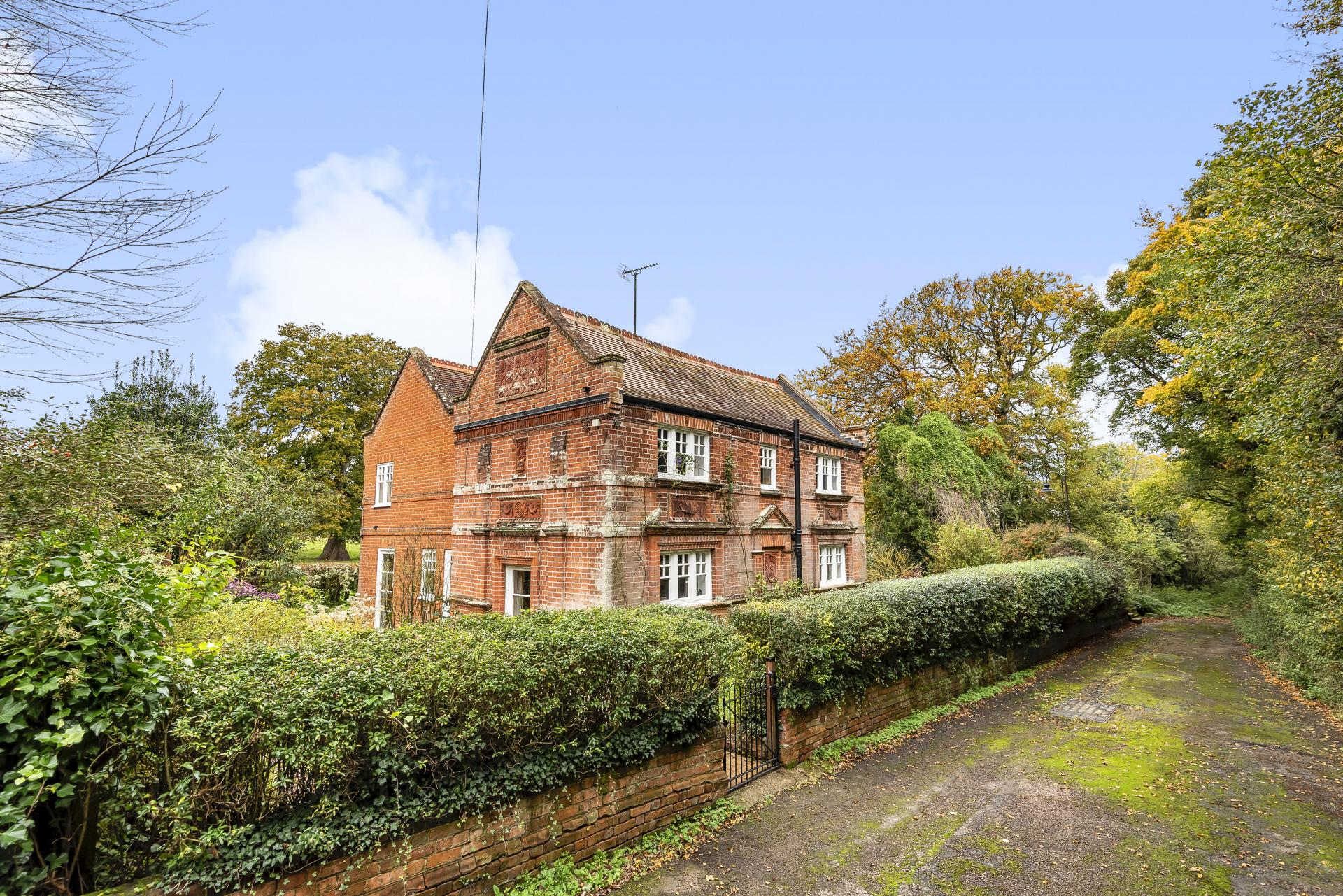 traditional English Grade II Listed country period cottage