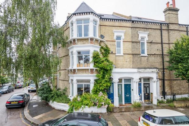 2 bedroom apartment in Battersea London