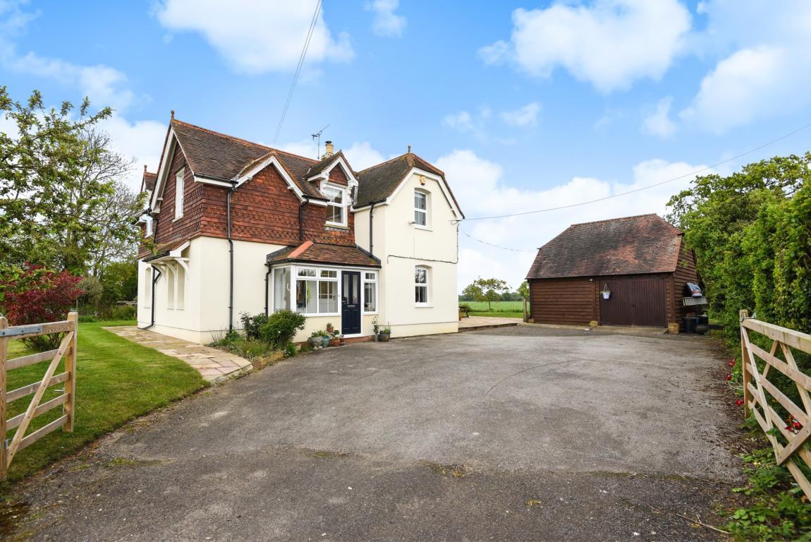 4 Bedroom Detached House for sale in Grazeley Berkshire