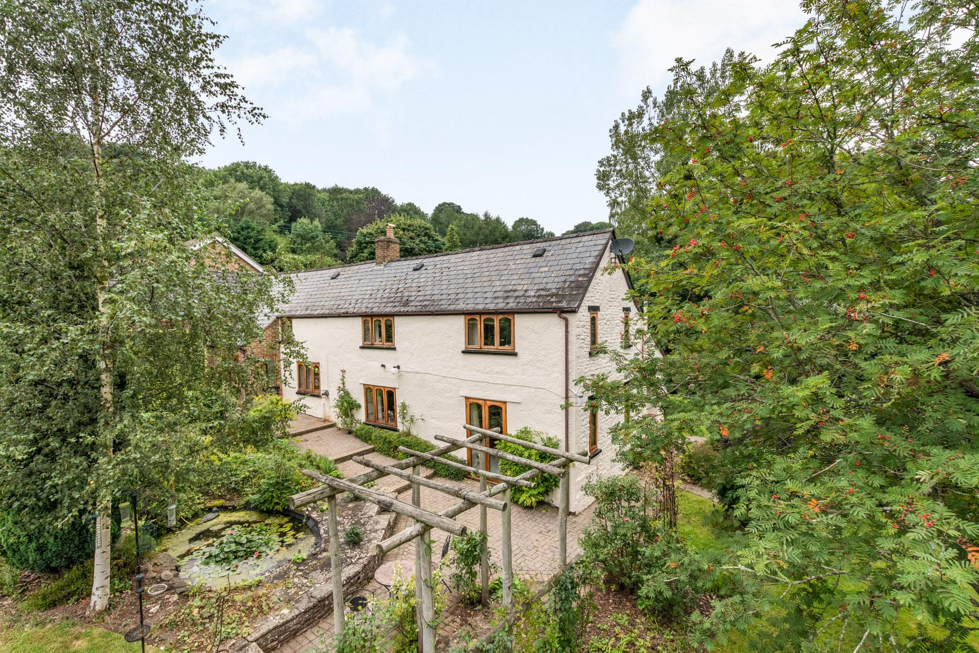 4 Bedroom Detached House for sale in Longhope gloucestershire