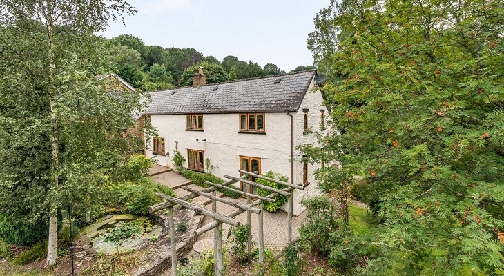 4_bedroom_house_for_sale_in_longhope_gloucestershire