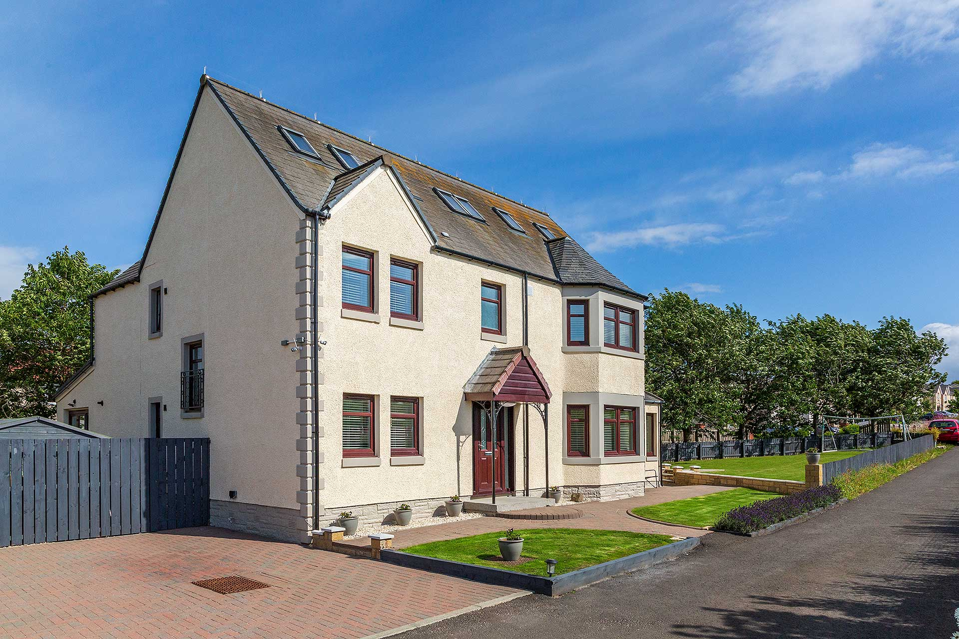 6 Bedroom House for sale in Winchburgh