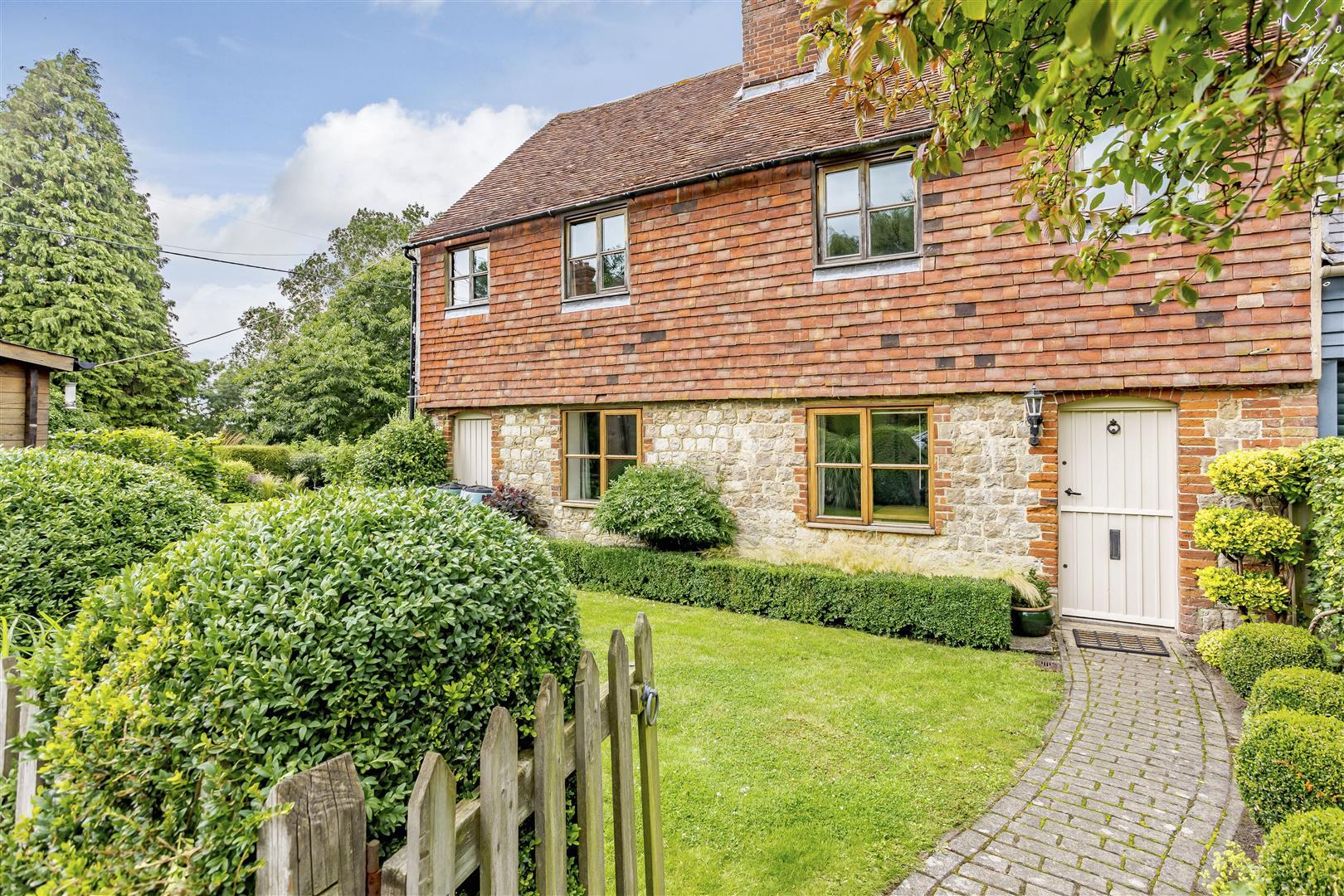 attractive 3 bed cottage in Otham village Kent