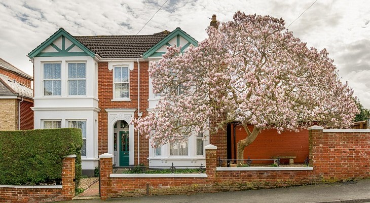 beautiful_brick_victorian_terrace_house_with_pink_blossom_tree