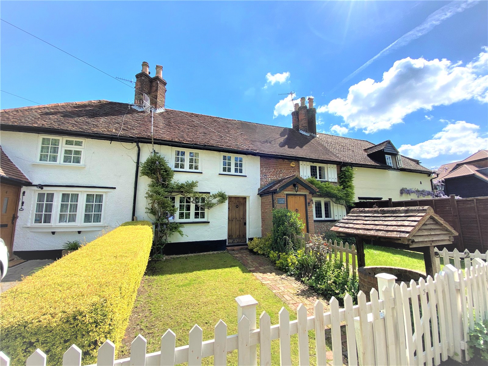 beautiful country terraced cottage in hertfordshire