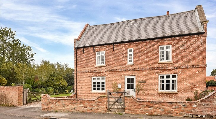 beautiful_english_brick_farmhouse