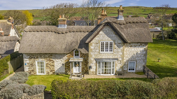 beautiful_family_home_for_sale_in_brighstone