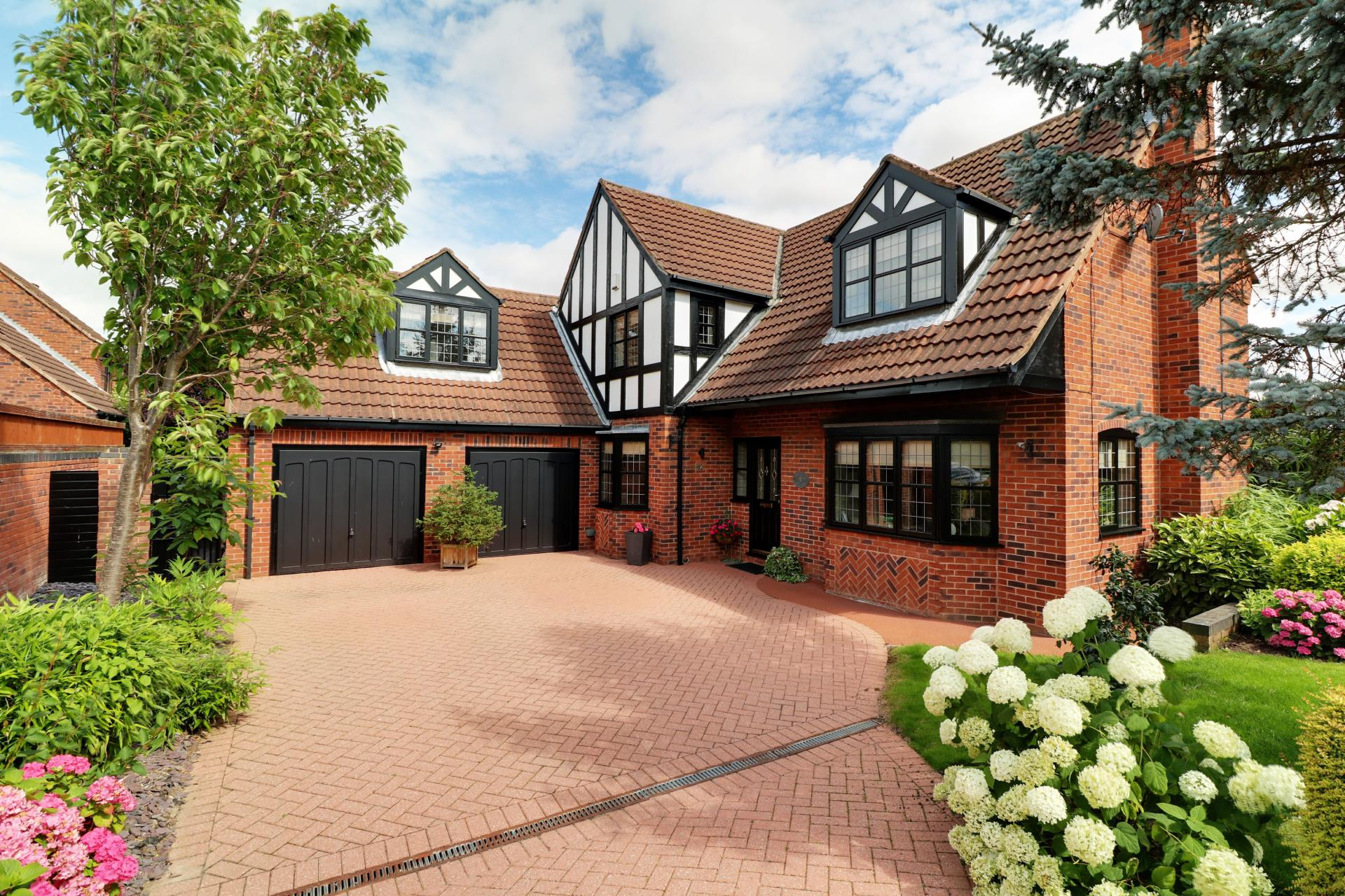 beautiful family home with driveway gardens in epworth lincolnshire