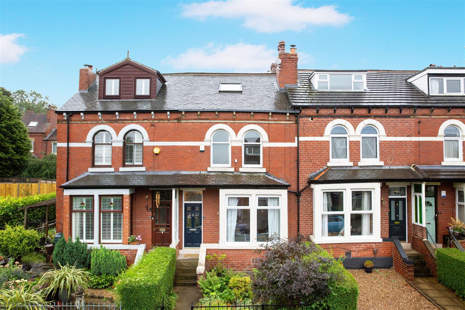 Beautiful Victorian terraced house with gardens in Leeds