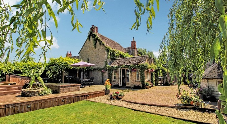 charming_country_house_near_swindon_wiltshire