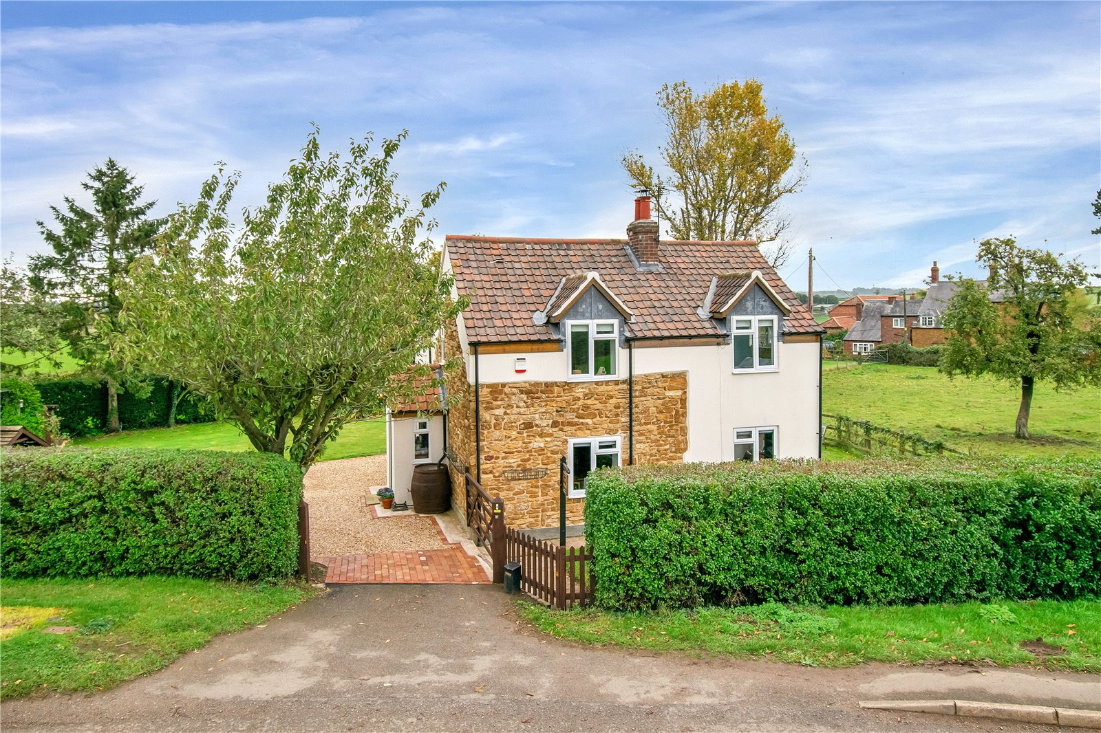charming period cottage in countryside in Leicestershire