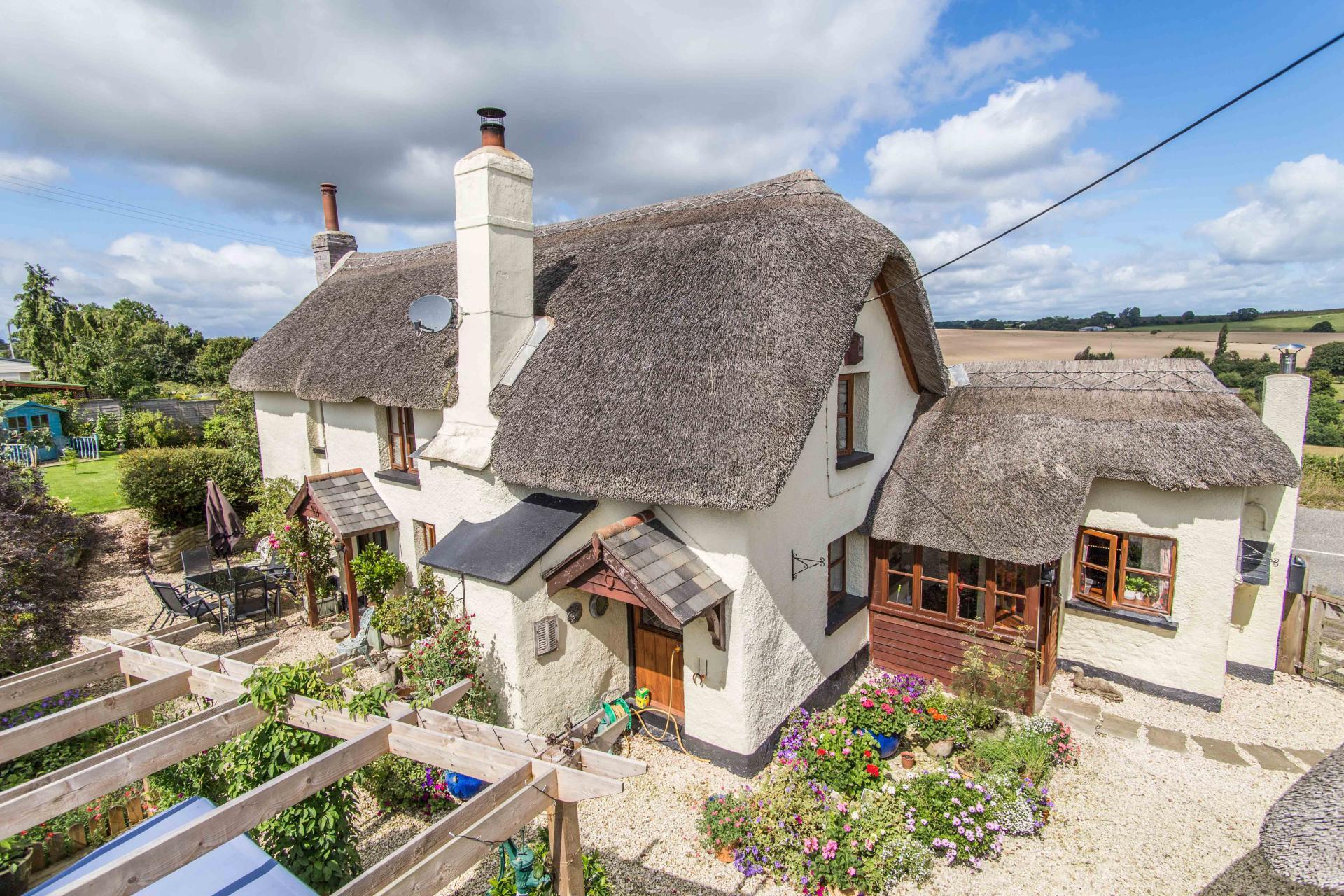 charming_thatched_cottage_in_cheriton_bishop_devon