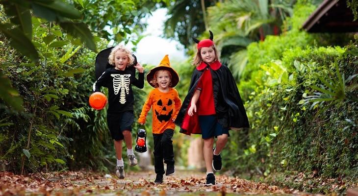 children_halloween_trick_or_treating