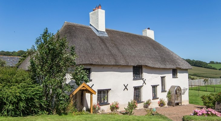chocolate_box_thatched_cottage_pretty_english_house