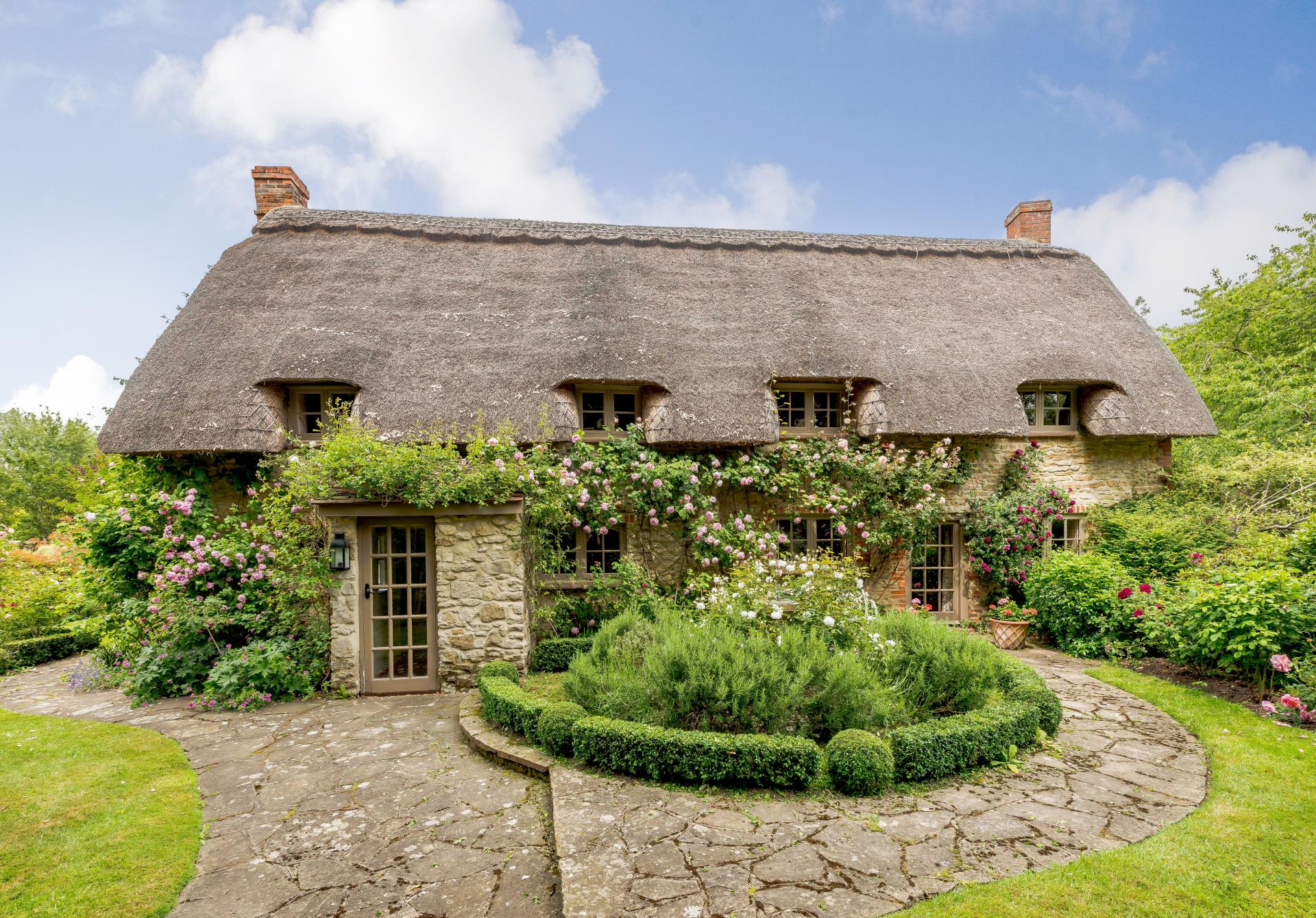 cottage_with_thatched_roof__and_flowers