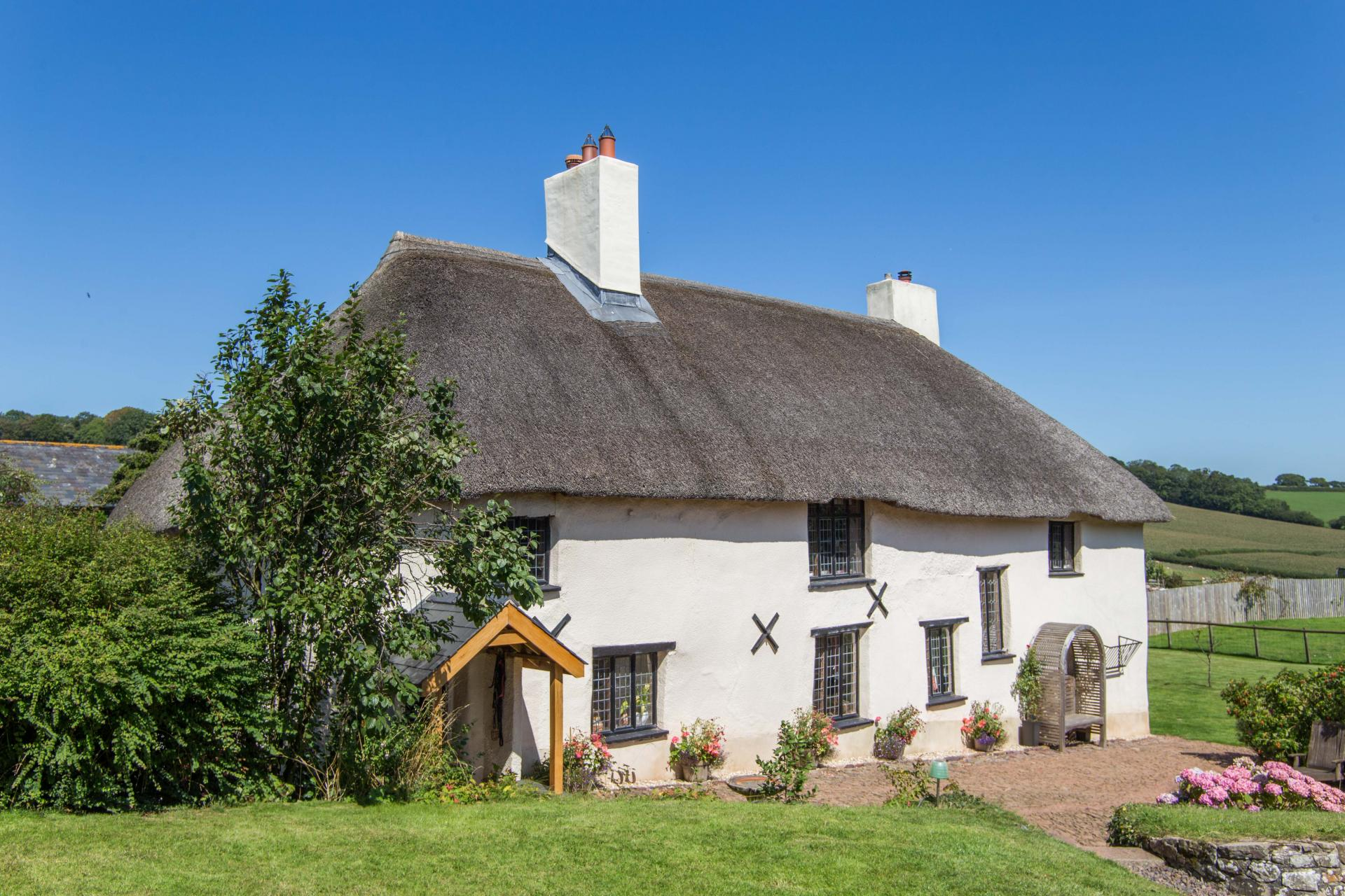 chocolate box thatched cottage pretty english home