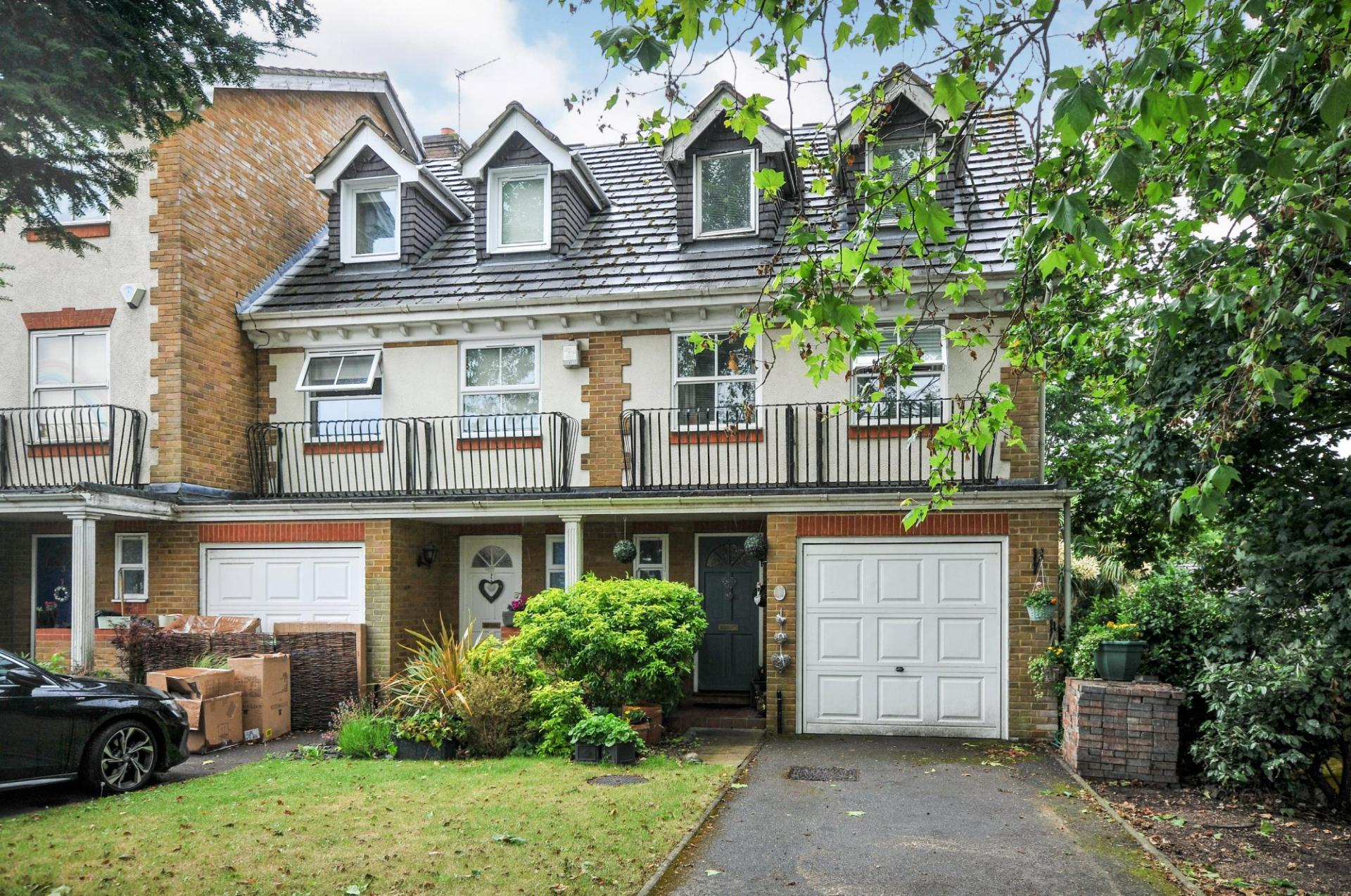 four bedroom terraced house in Bromley London