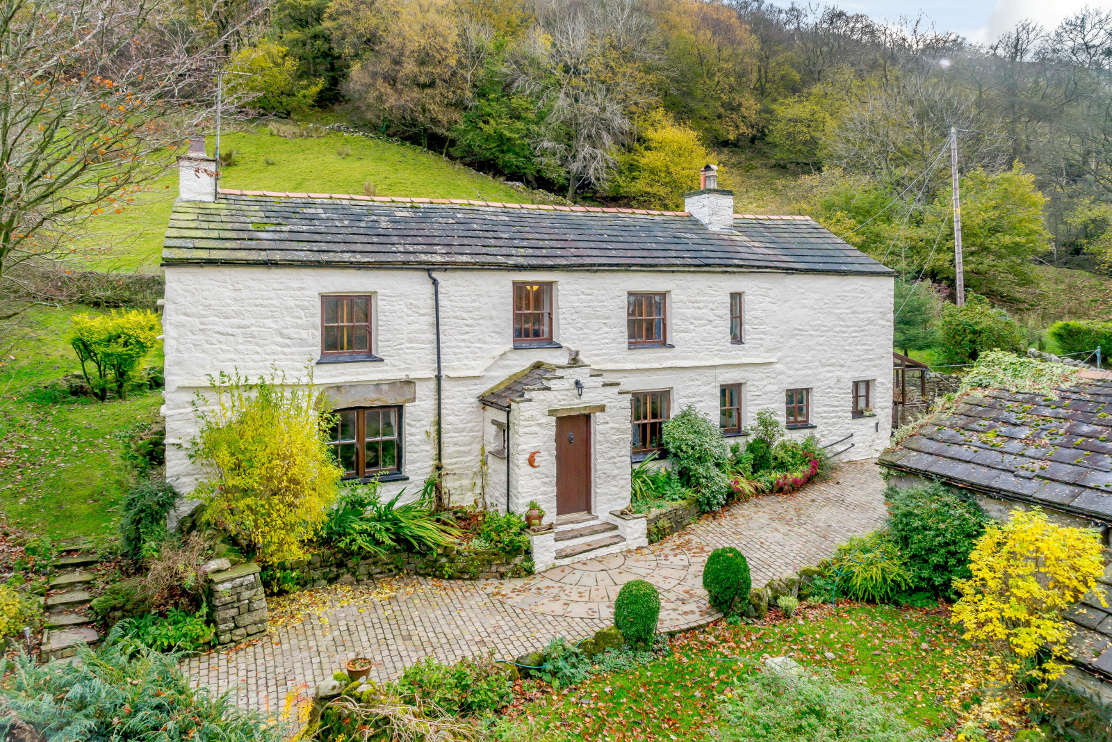 Grade II Listed 18th century historical farmhouse and longhouse in UK countryside