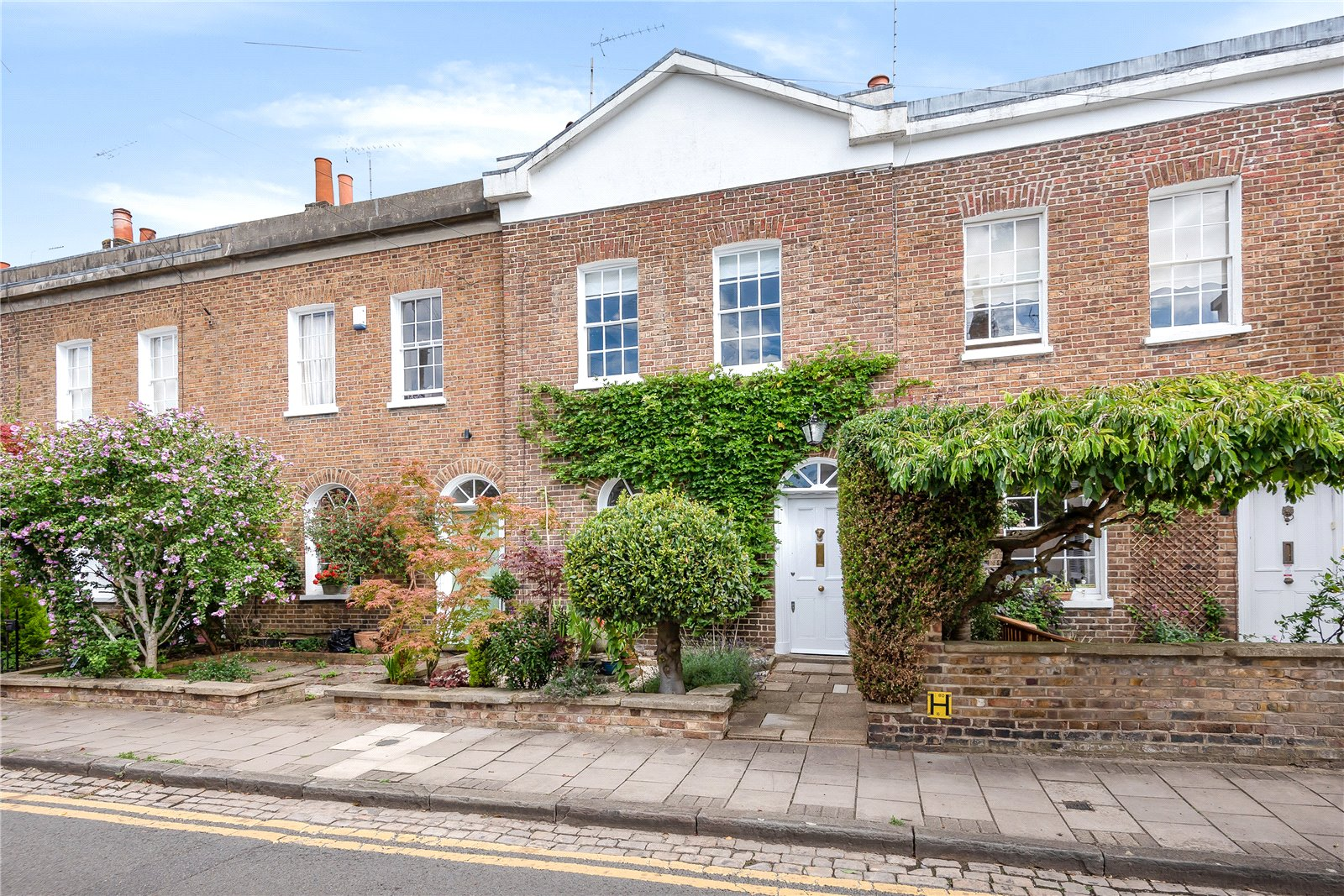 Grade II Listed Georgian terraced house in Golden Triangle of Windsor