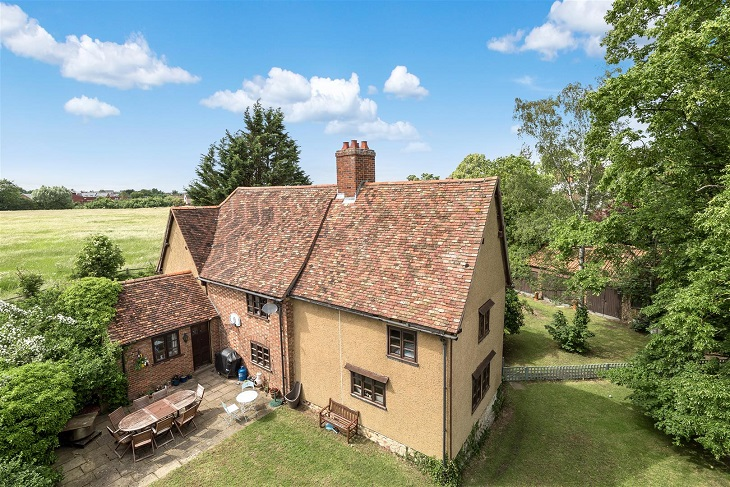 large_detached_property_for_sale_in_bedford