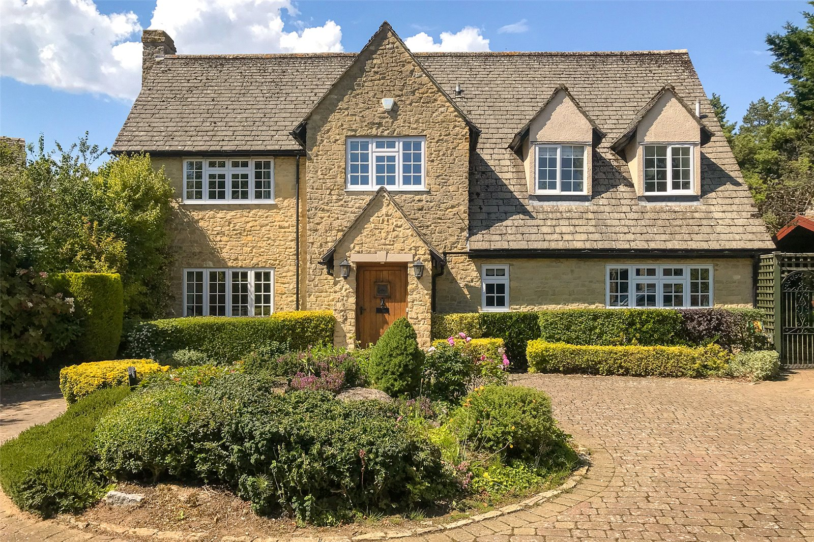 large sand stone built family home with courtyard in Oxfordshire