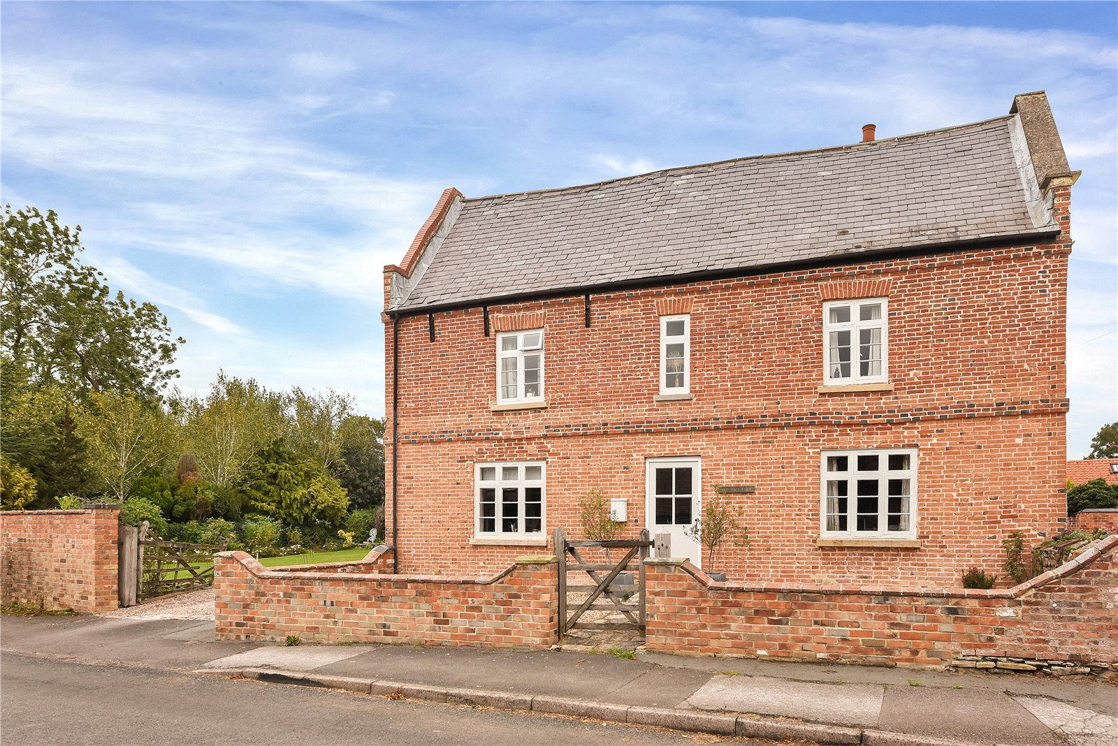 leicestershire_beautiful_traditional_english_brick_farmhouse