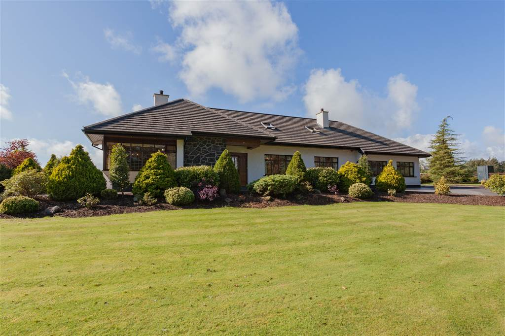 luxury contemporary family bungalow in beautiful gardens
