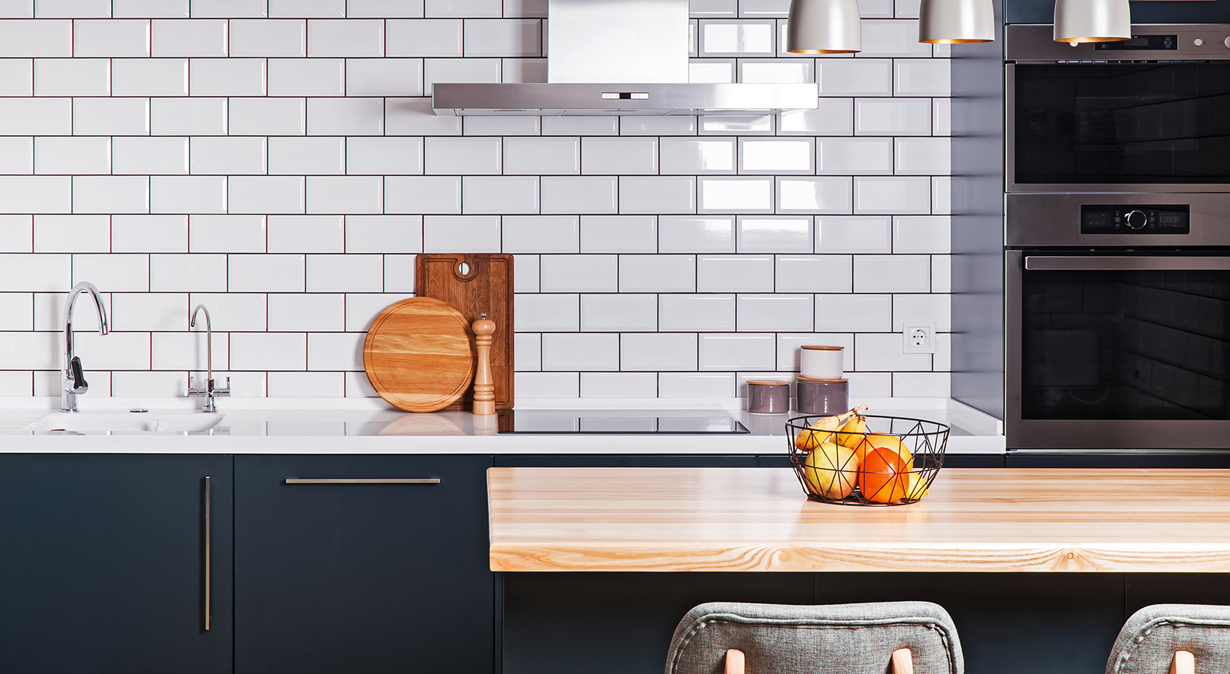 modern_neutral_tiled_kitchen