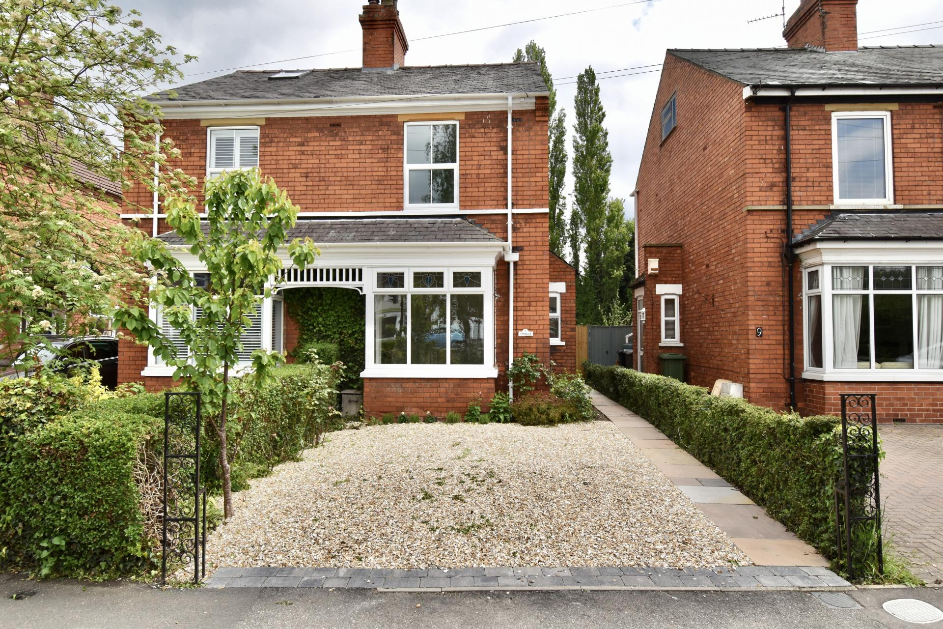 Mundys (Lincoln) pretty house for sale