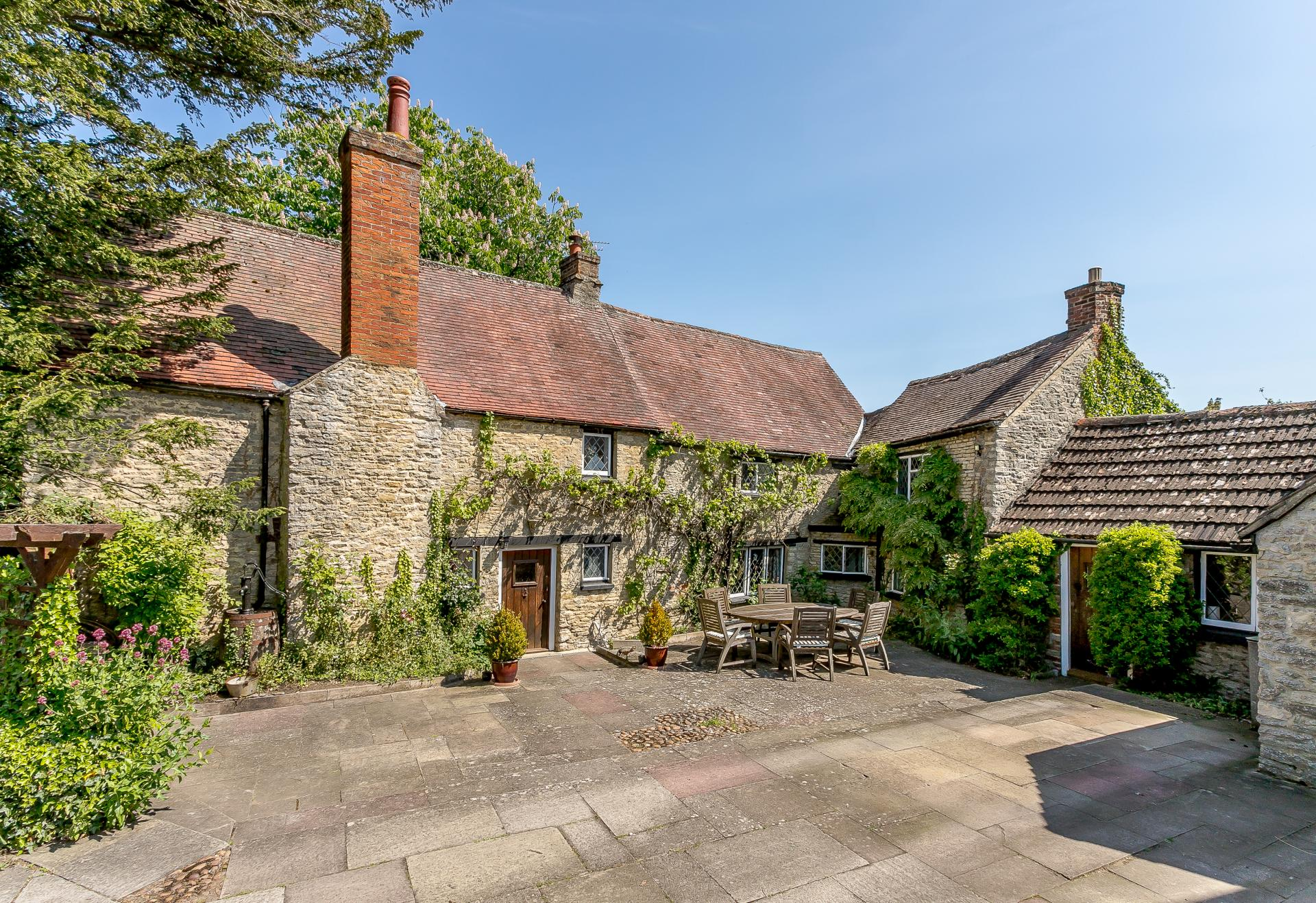 oxfordshire village leafy stone farmhouse cottage.jpg