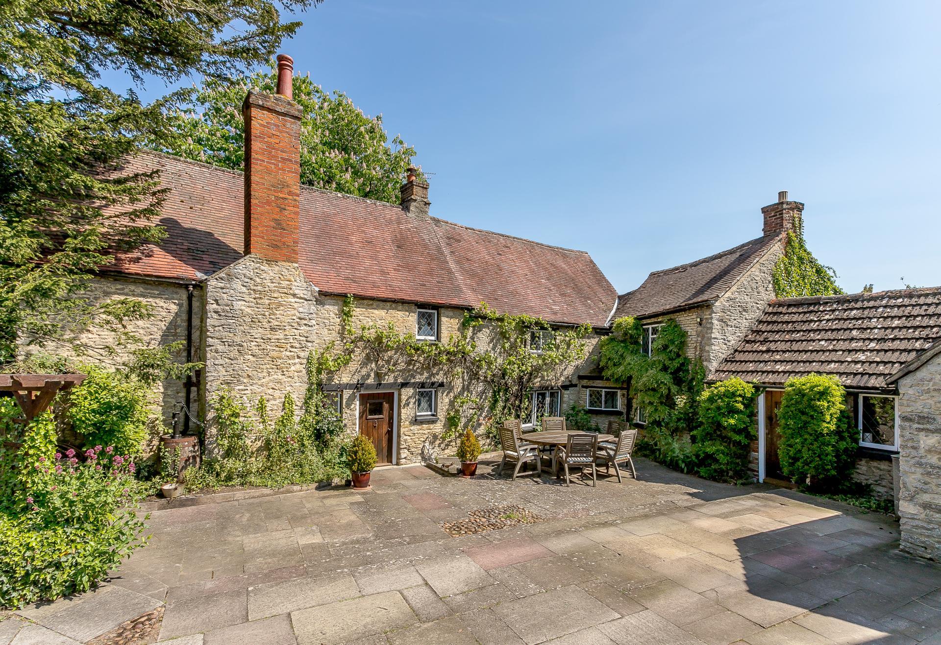 oxfordshire village leafy stone farmhouse cottage.jpg