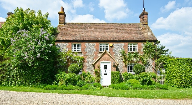 pretty_english_village_house