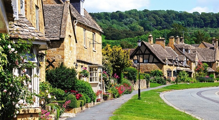pretty_village_houses_in_england