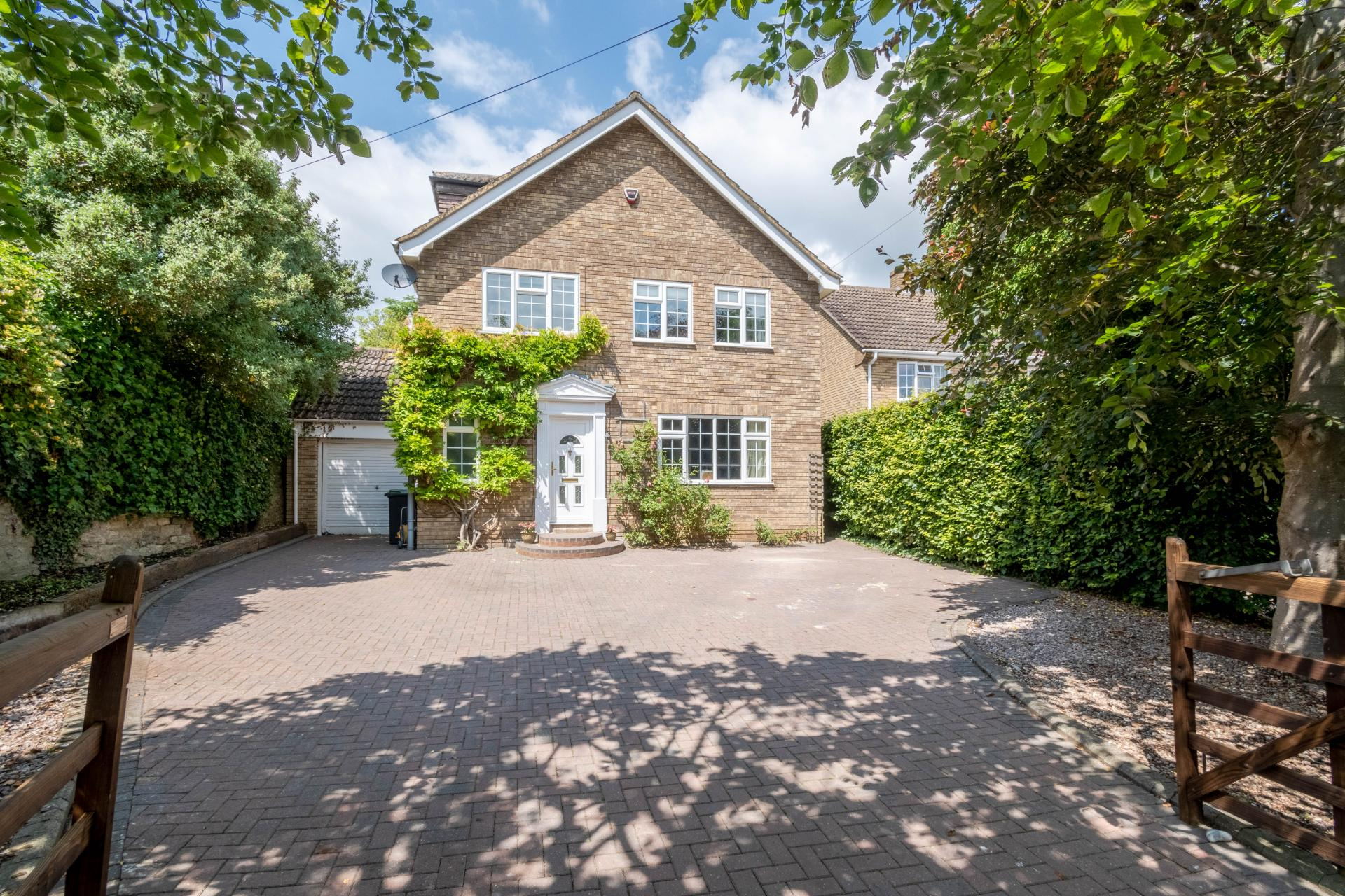 private leafy family home in rushden northamptonshire