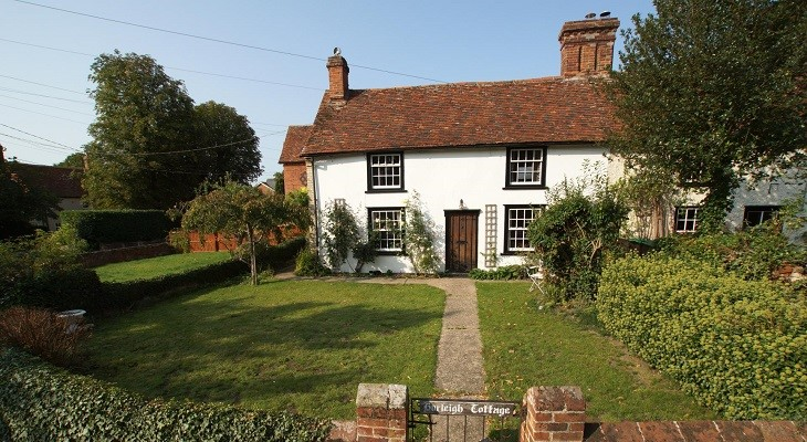suffolk charming old white cottage with gardens and red roof