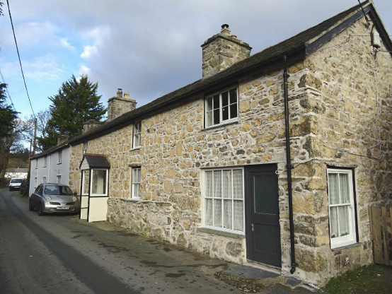 Restored stone cottage offers views towards the spectacular Berwyn Mountains