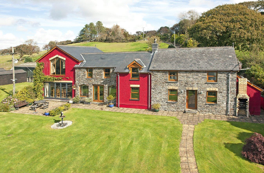 Prime equestrian smallholding with six acres of land and a stunning four-bedroom home put on the market