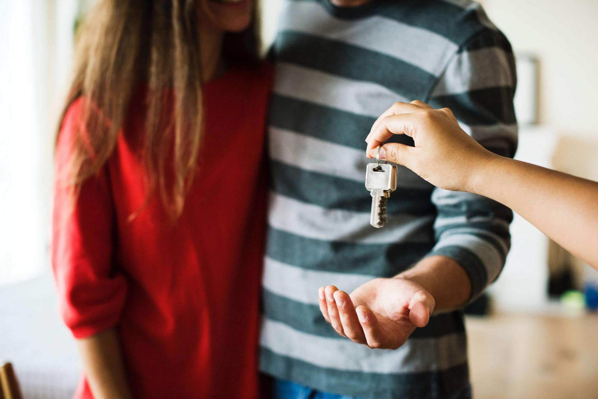 couple-home-house-1288482_hd