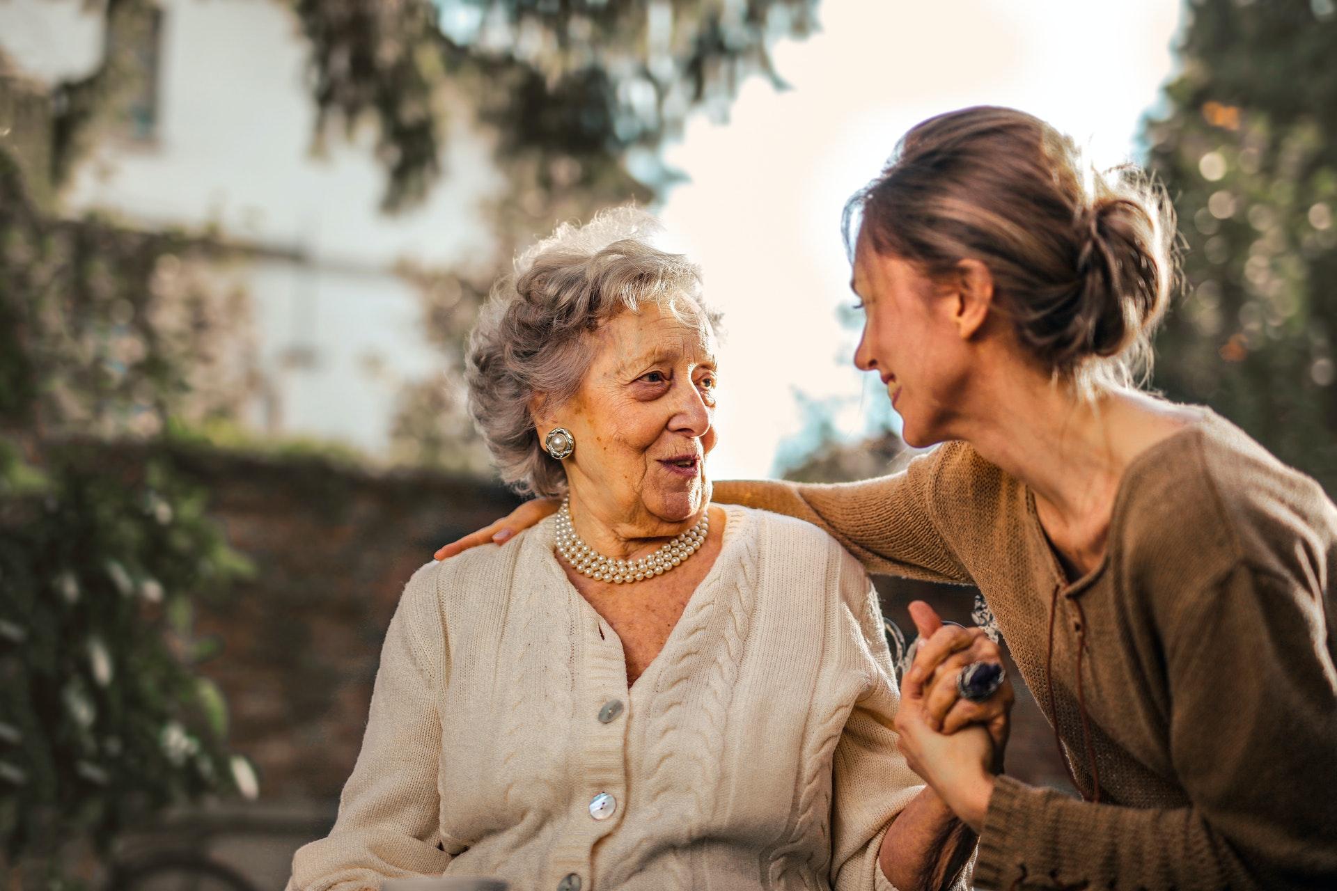 helping_elderly_relatives_move_3